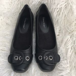 Bare Traps black wedges. 1 1/2 inch heel size 8